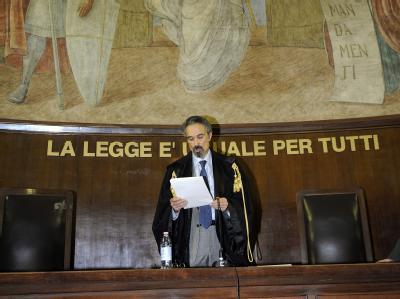 Richter Oscar Magi verliest am Mittwoch in Mailand das Urteil.
