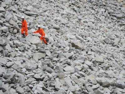 Mitte Juli: Rettungskräfte nach einem Erdrutsch in China.