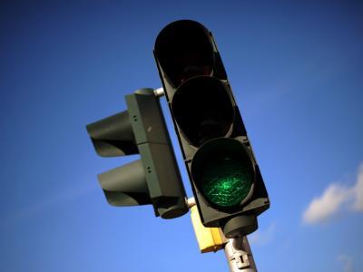 Autofahrer müssen sich an die Regeln halten - auch wenn ein anderer dagegen verstößt.