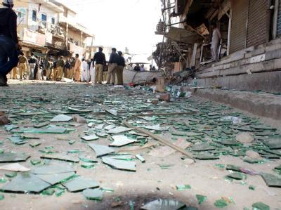 Die Splitter einer zerstörten Scheibe nach einem Anschlag in Pakistan am vergangenen Sonntag.