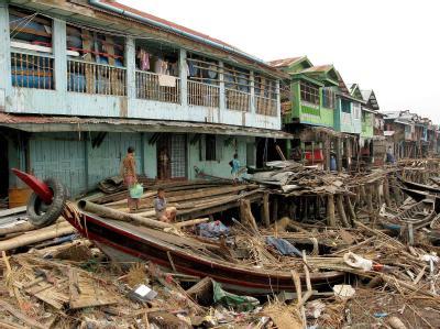 Birma: Ein zerstörtes Haus nach Durchzug des Zyklons Nargis im Mai 2008.