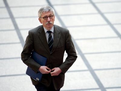In Berlin lebende Türken und türkischstämmige Deutsche haben Strafanzeige gegen Bundesbank-Vorstand Thilo Sarrazin wegen Volksverhetzung erstattet.