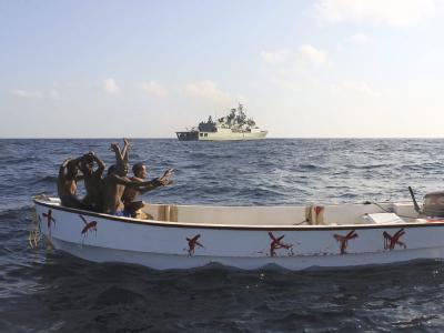 Somalische Piraten werden von einem Schiff der portugiesischen Marine gestellt. (Archivbild)