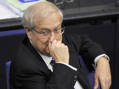 Bundeswirtschaftsminister Rainer Brüderle auf der Regierungsbank im Bundestag.