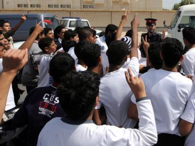 Protestierende Studenten in Bahrain (Archivbild). Nun gab es gewaltsame Auseinandersetzungen zwischen Sunniten und Schiiten.