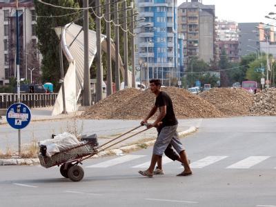 Barrikaden in Mitrovica im Kosovo. Nach Medienberichten wurden große Teile der serbischen Hilfen für ihre Landsleute im Kosovo veruntreut. Foto: EPA/STR
