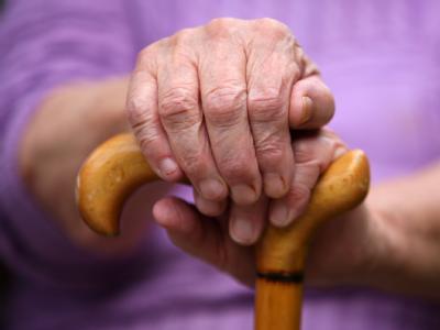 Das Bundesgesundheitsministerium hält an privaten Pflege-Zusatzversicherung fest.