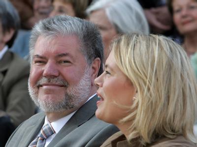 Die Spitzenkandidatin der CDU, Julia Klöckner, neben Ministerpräsident Kurt Beck (SPD).