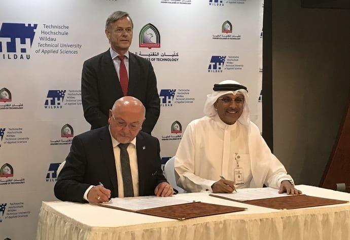 Im Beisein des deutschen Botschafters in den Vereinigten Arabischen Emiraten, Götz Lingenthal, unterzeichneten TH-Präsident Prof. Dr. László Ungvári und HCT-Vizekanzler Dr. Abdullatif Al Shamsi die Vereinbarung
