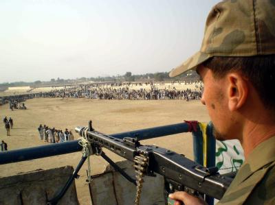 Ein Soldat der pakistanischen Armee bei einer Offensive gegen die Taliban.