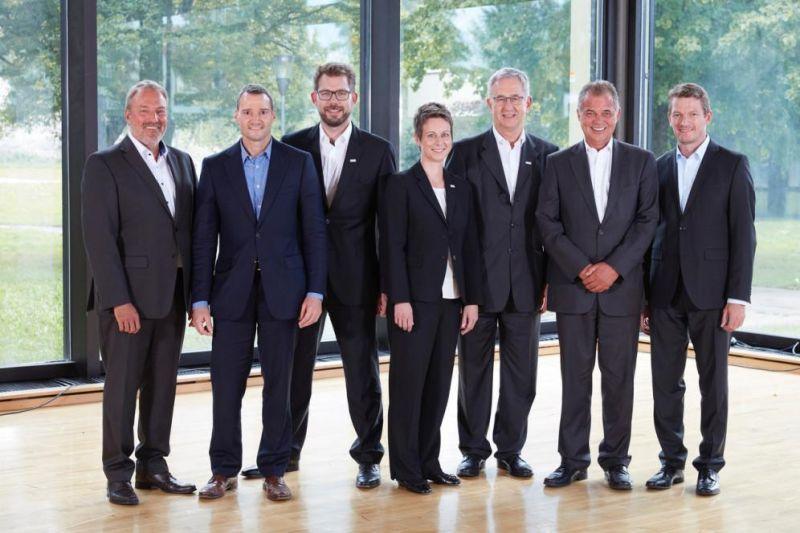 Die Geschäftsführer aller drei Unternehmen informieren die Belegschaft über die Integration (v. l.): Uwe Furtner, Erhard Meier (Matrix Vision), Florian Hermle, Katrin Stegmaier-Hermle, Michael Unger (Balluff), Michael Wäschle und Joach