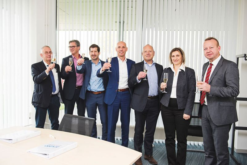 Von links nach rechts: Piet Meindertsma (Project Manager Basic Pharma), Oliver Meihorst (Senior Account Manager Pharma Arvato), Harry Relouw (General Manager & CFO Basic Pharma), Peter Stemerdink (Key Account Manager Arvato), Bob Kool (Managing Direct