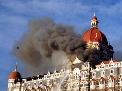 Mumbai im November 2008: Rauch steigt aus einem von islamistischen Terroristen besetzten Hotel hervor.