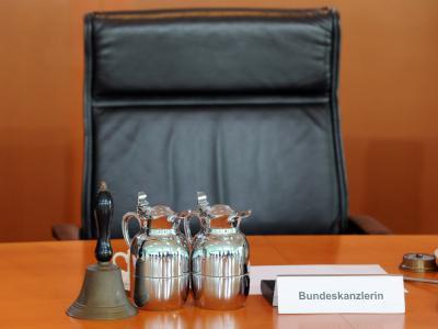 Der Platz von Bundeskanzlerin Merkel am Kabinettstisch im Kanzleramt. Foto: Maurizio Gambarini