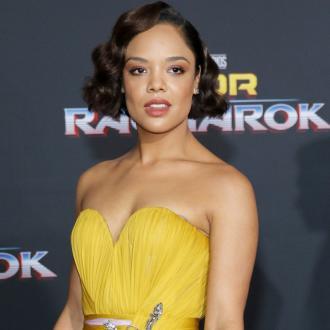 Da der Konkurrent DC den Hype um die Heldinnen-Filme bereits ausschlachtet, muss auch Marvel nachziehen. Den Anstoß dazu gab Tessa Thompson, die die Valkyrie spielt.