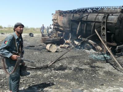 Einer der ausgebrannten Tanklaster bei Kundus. (Archivbild vom 4. September)