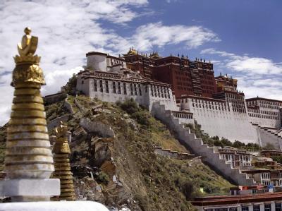 Blick auf den früheren Sitz des Dalai Lama, den Potala-Palast in Lhasa. Archivfoto: Adrian Bradshaw