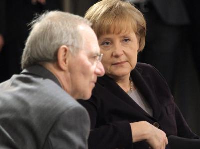 Bundeskanzlerin Merkel zusammen mit Bundesfinanzminister Schäuble.