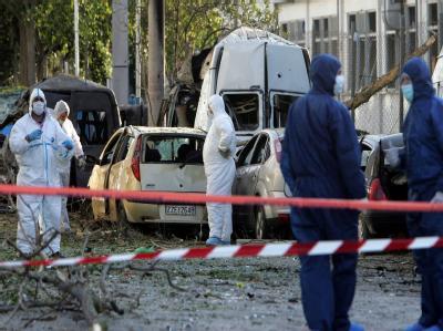 Mitglieder der griechischen Anti-Terror-Einheit am Ort eines Anschlags.