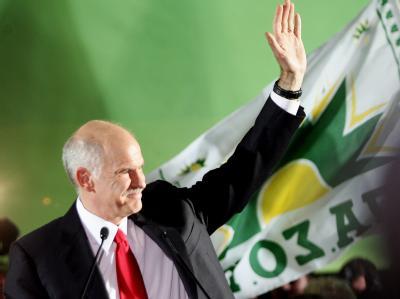 Oppositionsführer Giorgos Papandreou freut sich über den Wahlsieg.