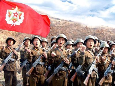 Soldaten der Volksbefreiungsarmee Nordkoreas bei einer Parade. (Archivbild)