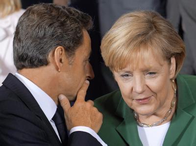 Nicolas Sarkozy und Angela Merkel während des EU-Sondergipfels in Brüssel. Sarkozy behauptet, dass die Bundeskanzlerin ebenfalls Roma-Lager räumen lassen wolle.