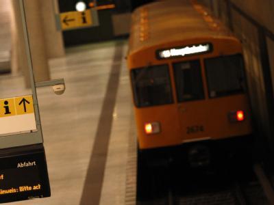 Blick in eine U-Bahn-Station in Berlin. Nach dem Überfall von von vier Jugendlichen liegt ein 30 Jahre alter Handwerker im Koma.