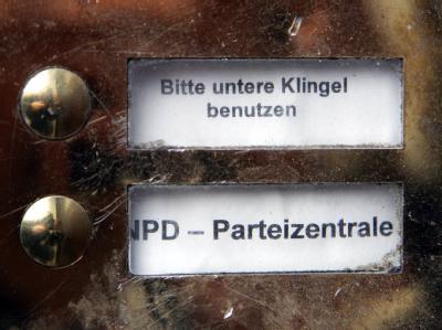 Das Klingelschild der NPD-Parteizentrale in Berlin.