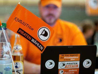 Ein Mitglied der Piratenpartei beim Parteitag in Münster. Foto: Rolf Vennenbernd