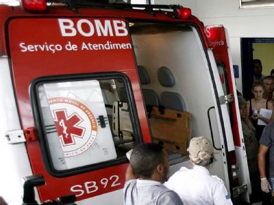 Eine Ambulanz bei einem Einsatz vor einer Schule in Brasilien. (Archivbild)