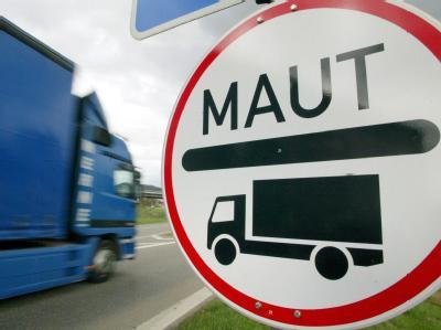 Der Verkehrsexperte der SPD-Bundestagsfraktion, Beckmeyer, ist für eine flächendeckende Lkw-Maut auf deutschen Fernstraßen.