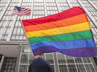 Ein Befürworter der Homo-Ehe vor einem Gerichtsgebäude in San Francisco.