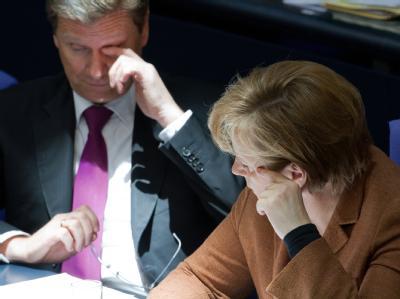 Bundeskanzlerin Angela Merkel (CDU) und Außenminister Guido Westerwelle (FDP) können mit den Ergebnissen der Wahlen nicht zufrieden sein.