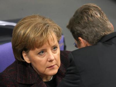 Bundeskanzlerin Angela Merkel im Gespräch mit FDP-Chef Guido Westerwelle. (Archivbild)