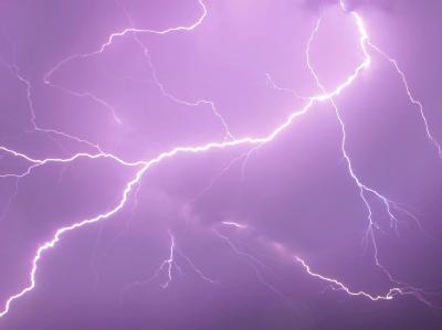 Blitze als Ursache von Flugzeugabstürzen sind selten. Dennoch kam es bereits mehrfach zu Unfällen, bei denen Blitze die Unglücksursache gewesen sein sollen.