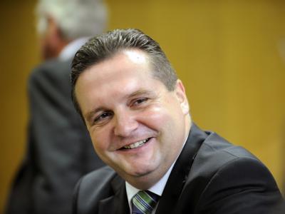 Der CDU-Fraktionsvorsitzende im baden-württembergischen Landtag, Stefan Mappus, soll Nachfolger von Ministerpräsident Oettinger werden.