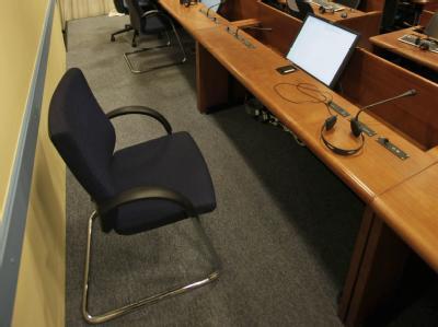 Der Stuhl des Angeklagten Karadzic wird wohl auf weiteres unbesetzt bleiben.
