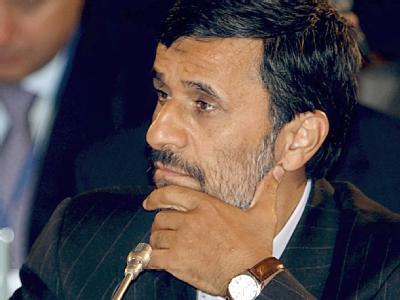 Präsident Ahmadinedschad mit ernster Miene. Auch hinter den Kulissen des Regimes schwelt der Konflikt.