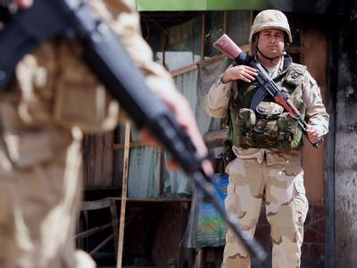 ISAF-Soldaten am Ort eines Anschlags bei Kabul. Ein entführter Reporter der «New York Times» ist befreit worden. (Symbolbild)
