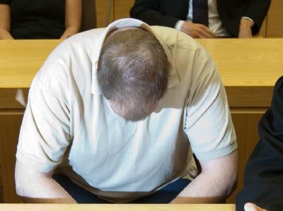 Der Angeklagte im Landgericht in Bielefeld.