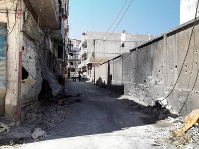 Eine von Einschusslöchern übersäte Mauer in der Stadt Homs. Foto: Syrische Opposition
