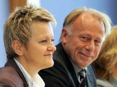 Renate Künast und Jürgen Trittin sind bei den Grünen als neue Fraktionsvorsitzende gewählt worden.