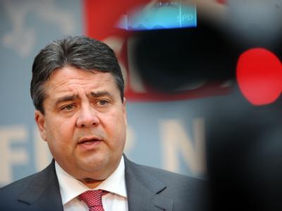 SPD-Chef Gabriel zum Steuerabkommen: «Dies wird zum zweiten Mal scheitern». Foto: Peter Steffen/ Archiv