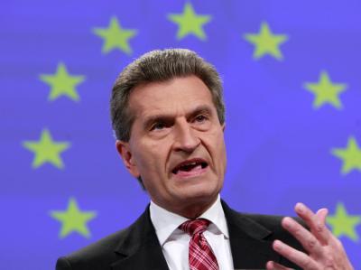 Günther Oettinger wirft der griechischen Verwaltung «Schlendrian» vor.