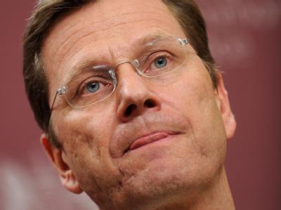 FDP-Chef Westerwelle. Die Steuerversprechen der neuen Bundesregierung stoßen in der Bevölkerung auf wenig Vertrauen.