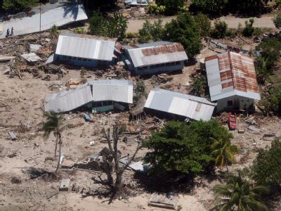 Zerstörte Häuser auf den Salomonen (Archivbild): Die aktuellen Schäden auf den Salomonen sollen höher sein als bisher angenommen.
