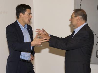 Javier Solana am Freitag in Stockholm im Gespräch mit Großbritanniens Außenminister Milliband.
