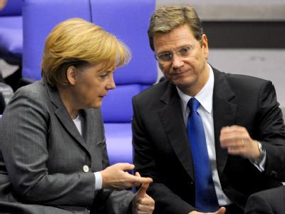 Bundeskanzlerin Merkel (CDU) im Gespräch mit dem FDP-Vorsitzenden Westerwelle.