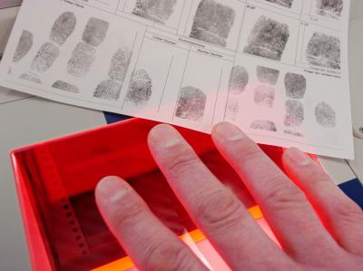 Bürger ohne Pass eines EU-Landes müssen ihre Fingerabdrücke abgeben (Archiv- und Symbolbild).