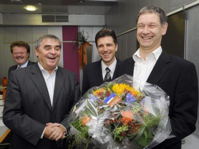 Der saarländische Ministerpräsident Peter Müller (l) mit dem Grünen-Vorsitzenden Hubert Ulrich. In der Mitte der saarländische FDP-Chef Christoph Hartmann.